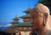 Head of Buddha, with pagoda in the background — Stock Photo