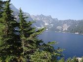 Snow lake, yüksek bir dağ gölü — Stok fotoğraf