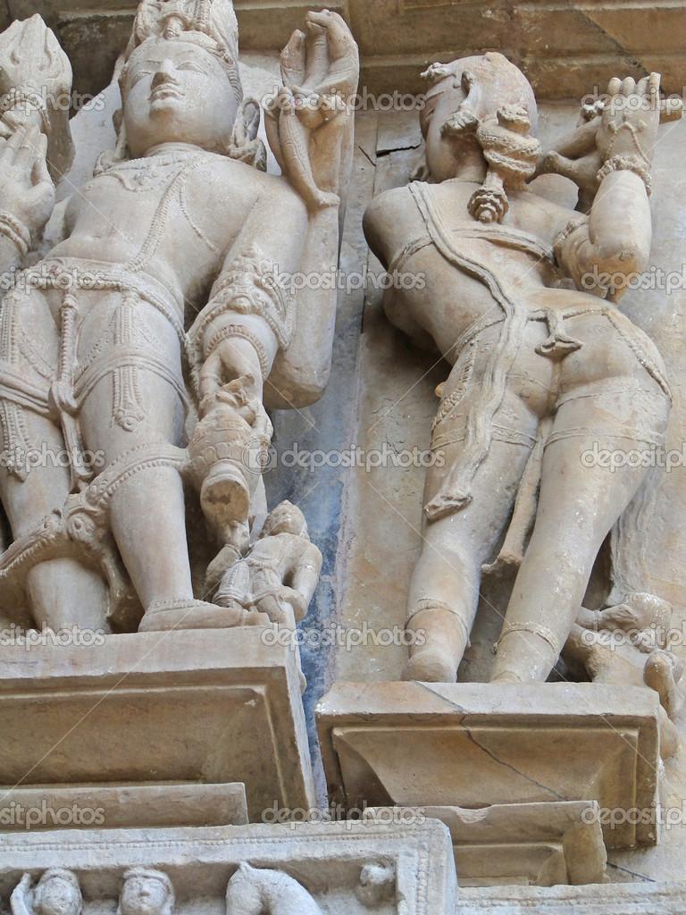 golie-statui-lyudey-v-indiyskih-hramah-foto