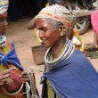 Bonda tribal women offer their handmade crafts — Stockfoto