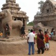 Foto de Stock  : Inditourists explore ancient temples