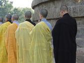 Japonští mnichové v dharmeka stúpa — Stock fotografie