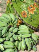 Gröna bananer och sari — Stockfoto