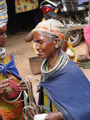 Bonda tribal women offer their handmade crafts — Stock Photo