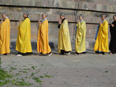 Japanese monks and nuns perform Buddhist rituals — Stock Photo