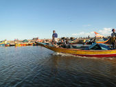 Fishermen work on their colorful boats — Stock Photo