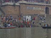 Hindus perform ritual puja at dawn in the Ganges River — Stock Photo