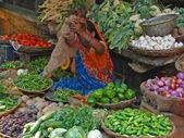 Hindu woman sells vegetables — Stock Photo