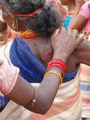 Brazos articulados de mujer de la tribu — Foto de Stock