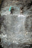 Porters on steep trail — Stock Photo