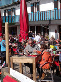 French holiday skiers relax at an outdoor restaurant — Stock Photo