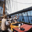 Постер, плакат: The crew sets the sails of the Lady Washington