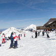 Foto Stock: Skiers gather at top of Les Mossettes