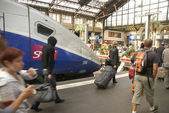 Passengers arrive at the Gare de Lyon — Stock Photo