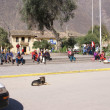 Quechua Indians waiting for a bus, — Stock Photo