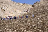 Schulkinder in blau Klettern landwirtschaftliche Terrassen — Stockfoto
