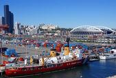 US Coast Guard ship on Seattle waterfront, — Stock Photo