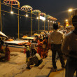 Peoeple gather on ghats in cool evening — Stockfoto #38036339