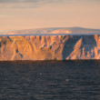 Sunset with tabular iceberg — Stockfoto