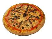 Anchois i oliwek pizza na posiłek w bistro w stylu francuskim — Zdjęcie stockowe