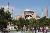 Tourists gather in front of Hagia Sophia — Stock fotografie