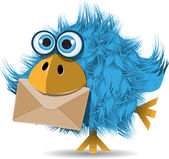 Funny blue bird with envelope — Vector de stock