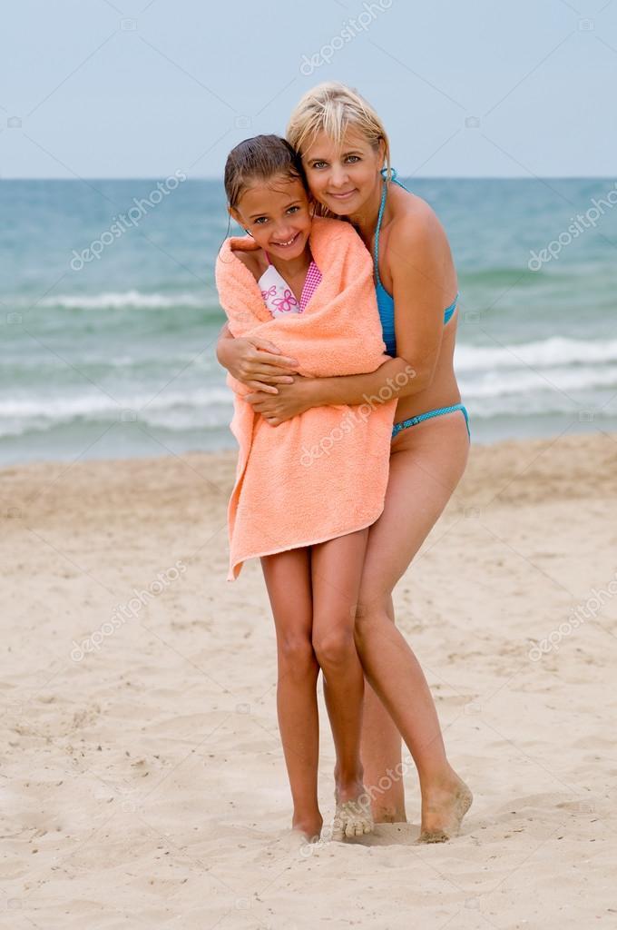 Фото с пляжей мам и дочек 17 фотография