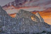 古代堡垒墙的废墟 — 图库照片