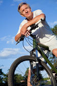 Senior man with bicycle — Stock Photo