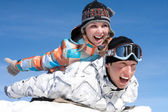 Casal de jogar na neve — Foto Stock