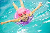 Little girl swimming — Foto de Stock