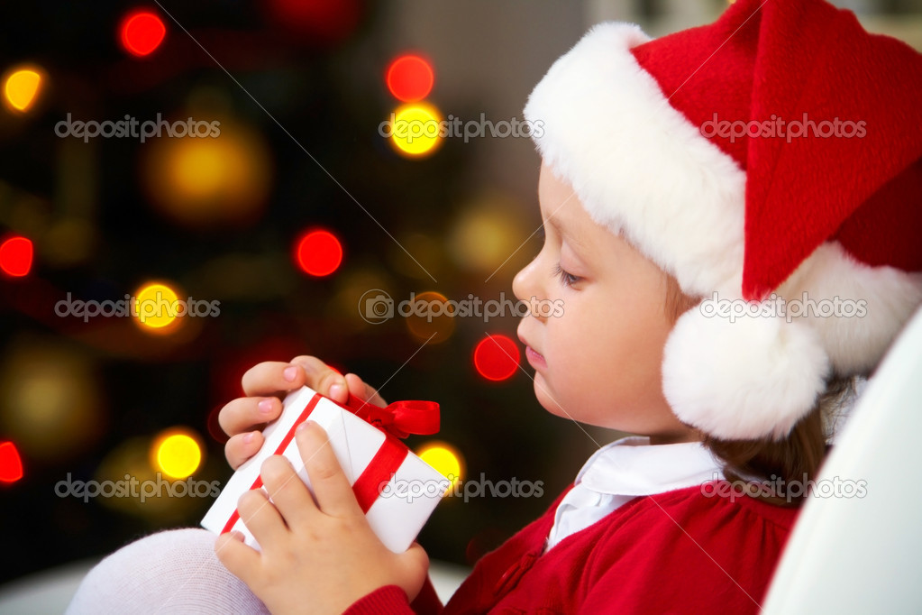 Portrait of little cute girl with Christmas present — Stock Photo #13806085