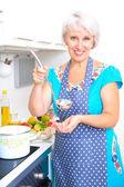 Mutfak olgun kadın — Stok fotoğraf