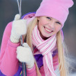 Beautiful blonde girl is going to ski - 图库照片
