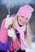 Beautiful blonde girl is going to ski — Stock Photo