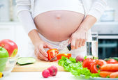 Pregnancy and cooking — Stok fotoğraf