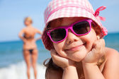 Happy little girl on beach — Stok fotoğraf
