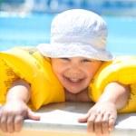 Child swimming — Stock Photo #25009081