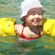 Child swimming — Stock Photo