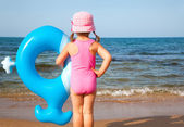 Little girl and sea — Stock Photo