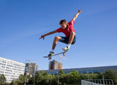 Jump on skateboard — Stock Photo