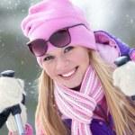 portrét blondy mladé ženy s lyžování v zimním období — Stock fotografie