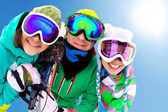 Frieds on ski resort — Stockfoto