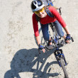 Cyclist with mountain bike — Stock Photo