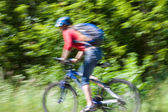 Radfahrer-frau fährt schnell — Stockfoto