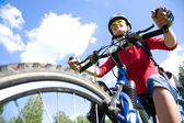Young cyclist on mountain bike — Stock Photo
