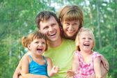 夏季には幸せな家族 — ストック写真