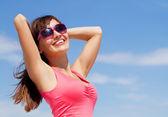 Kvinna i sommar — Stockfoto