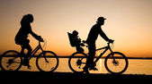 Family go for a cycle ride — Stock Photo