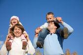 çocuklu mutlu aileler — Stok fotoğraf
